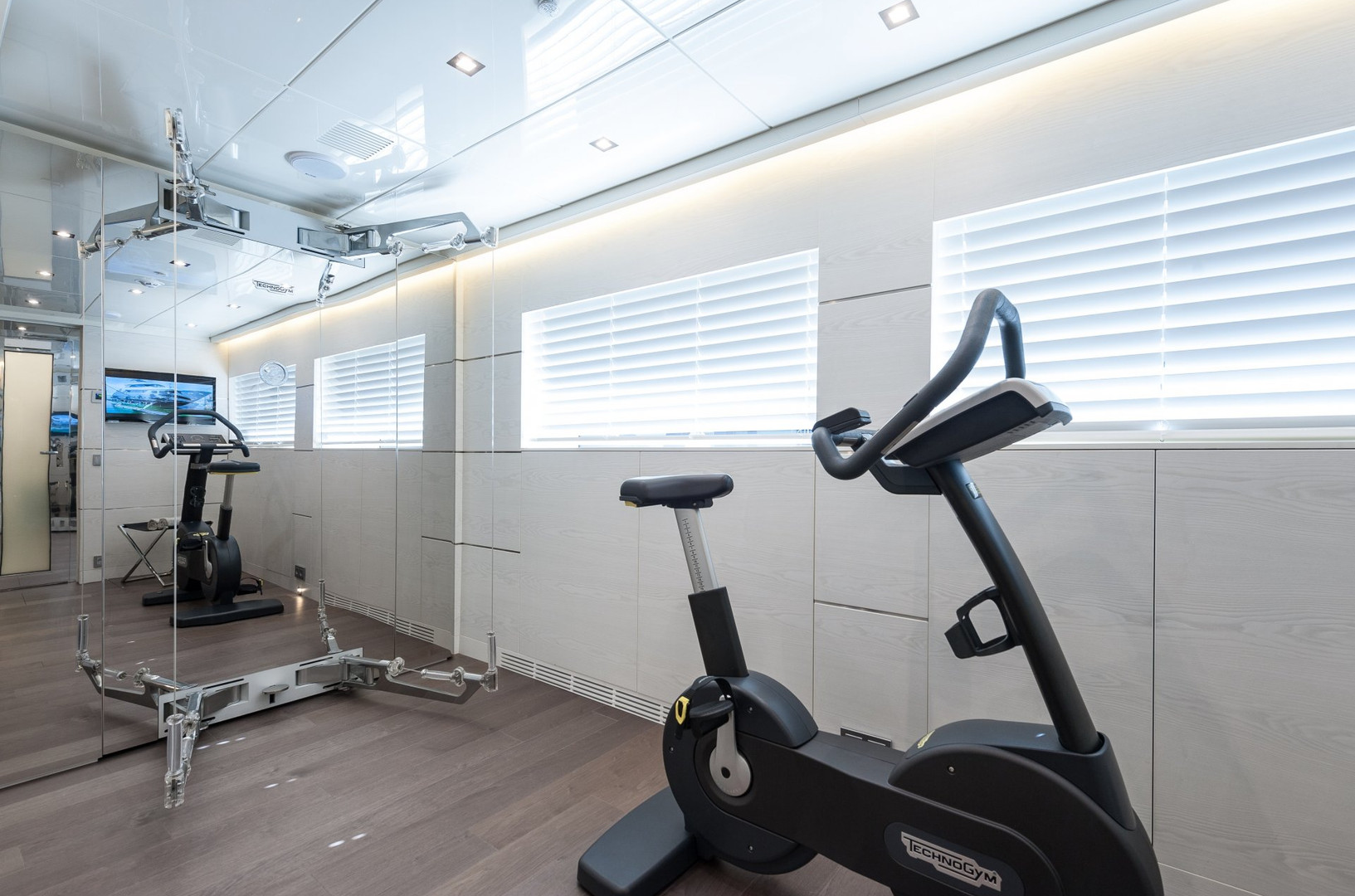 Yacht ENTOURAGE - owner's private gym