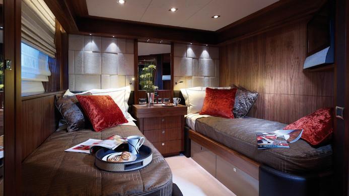Yacht TUPPENCE twin cabin