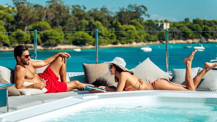 Sun deck plunge pool