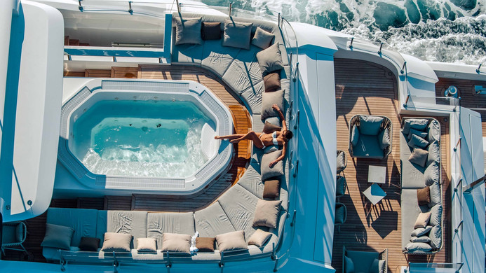 Yacht OURANOS - guests around the pool