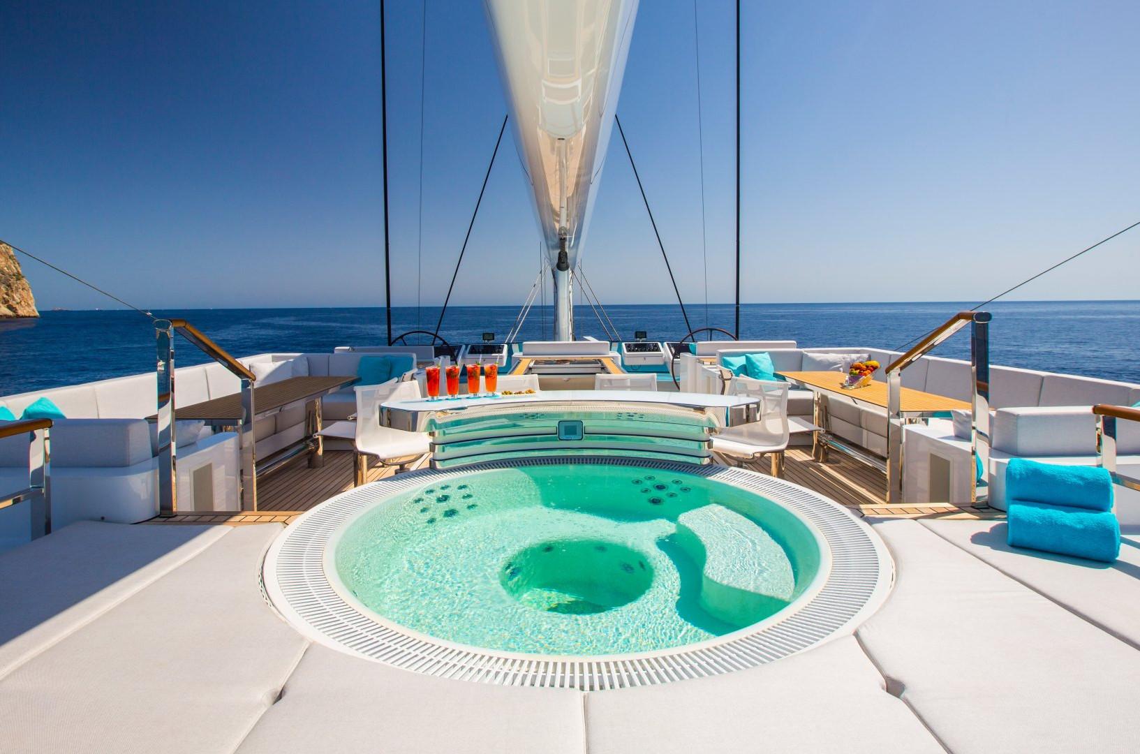 Yacht AQUIJO - Fly bridge with hot tub
