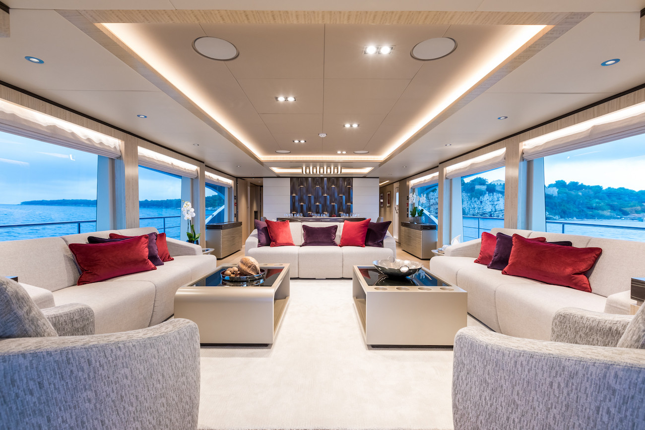 Yacht MIA - formal saloon