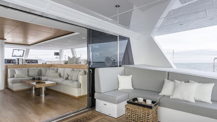 Yacht CALMAO - indoors / outdoors flow