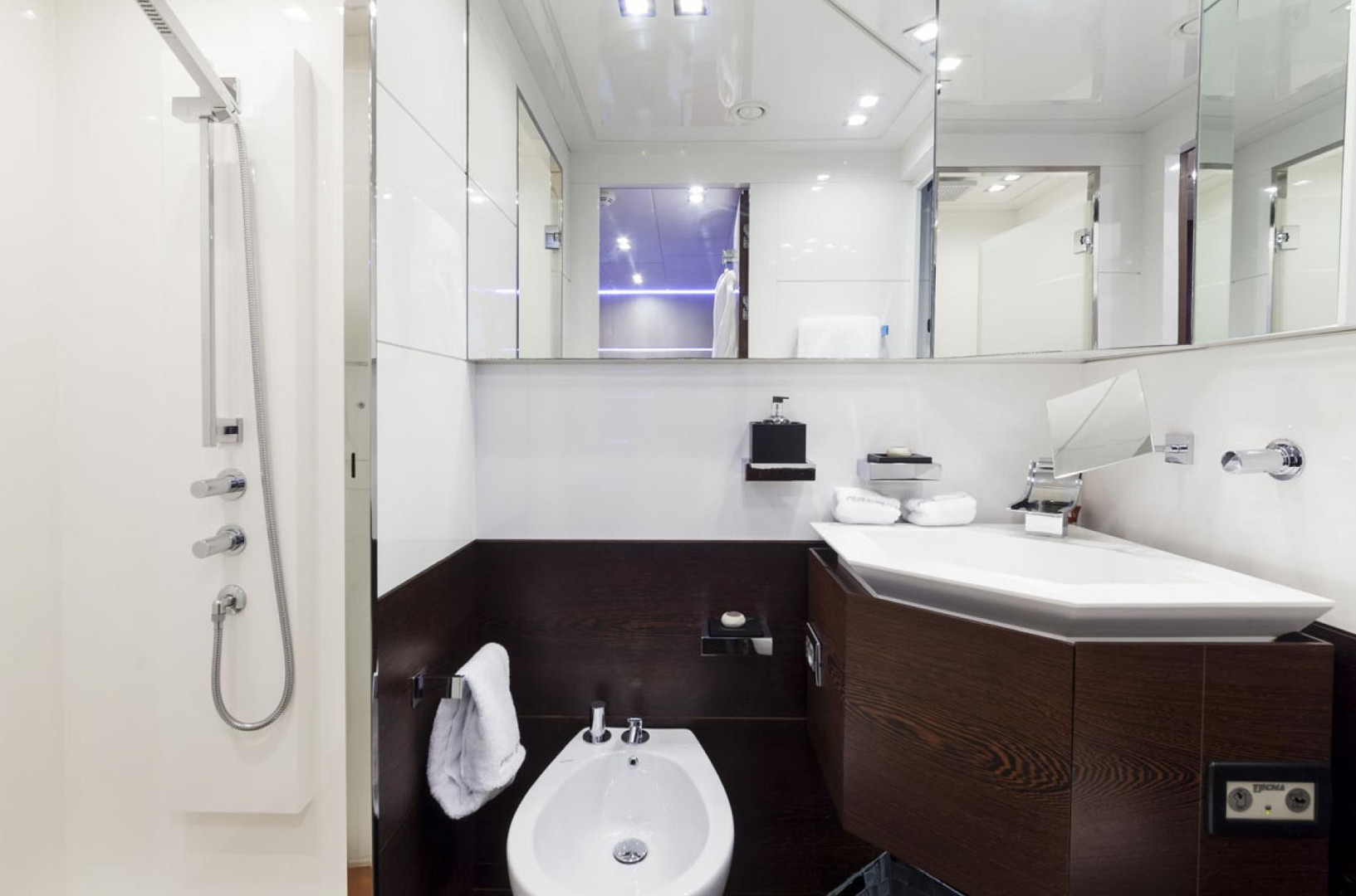 Yacht FIVE WAVES - ensuite