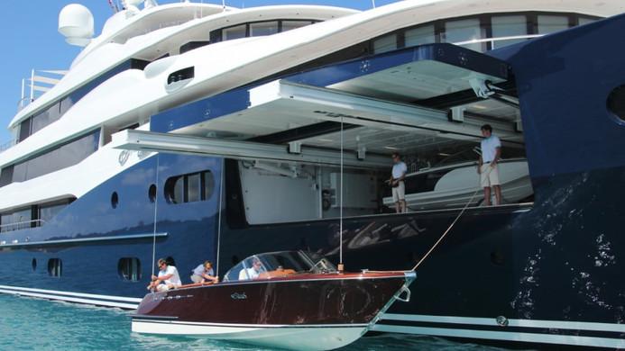 Yacht AMARYLLIS - unique tender garage system