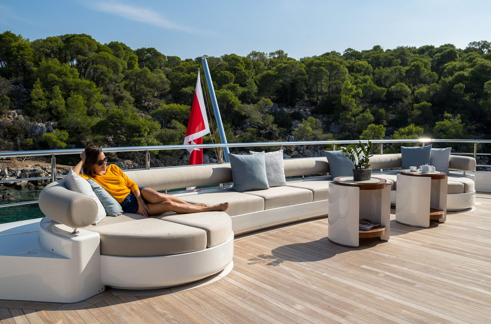 Mega Yacht O'PTASIA - outdoor living