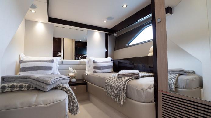 Yacht HERO - twin cabin