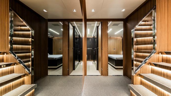 Yacht UNKNOWN - lower guest deck