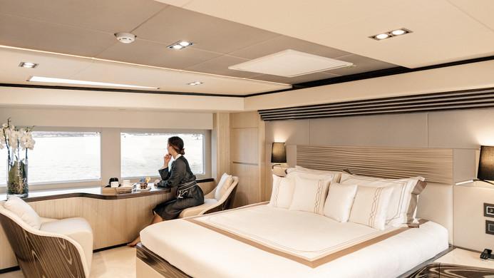 Yacht MIA - master dressing table