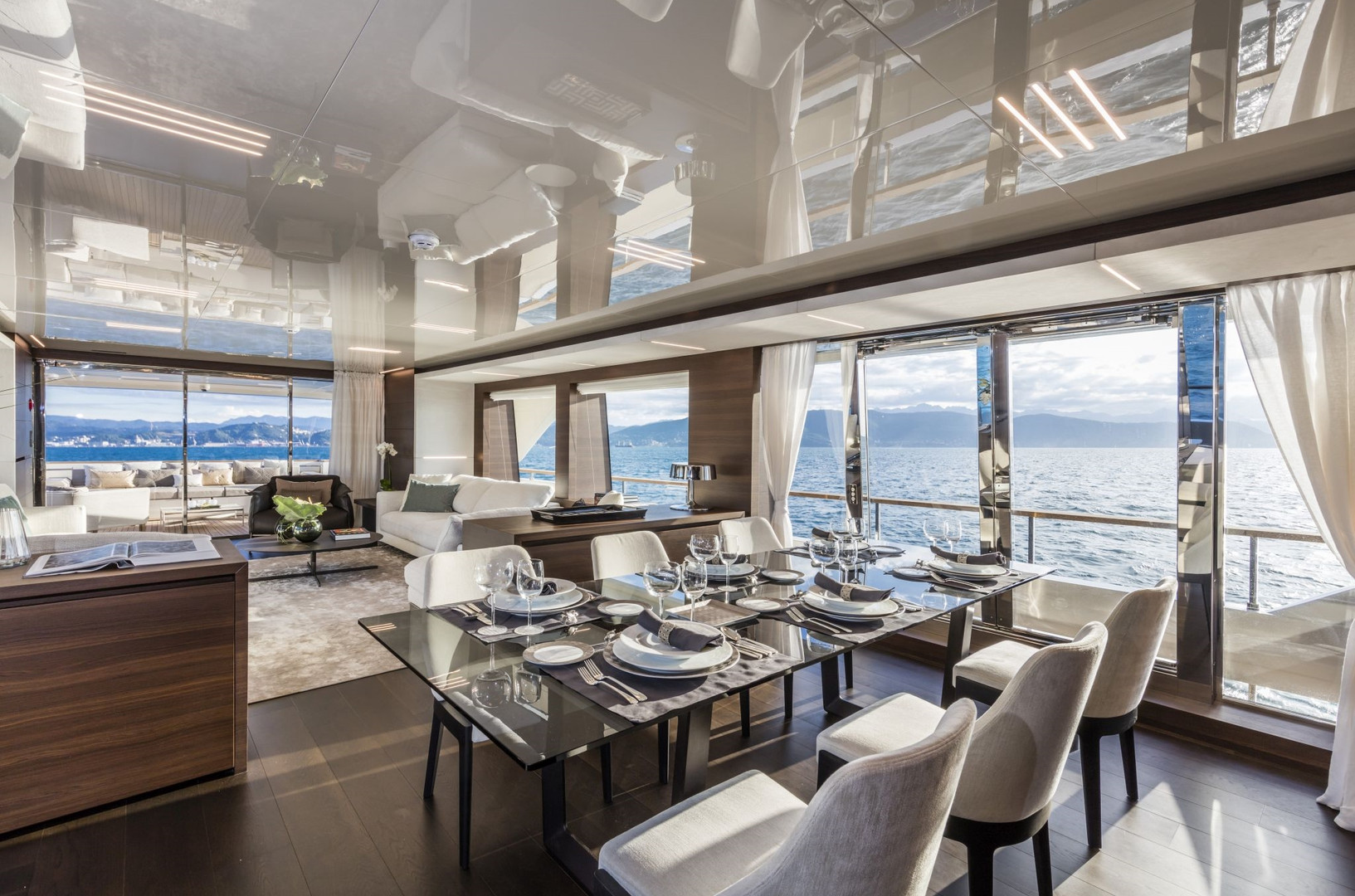 Yacht DECEMBER SIX -  Main deck, dining and saloon interior