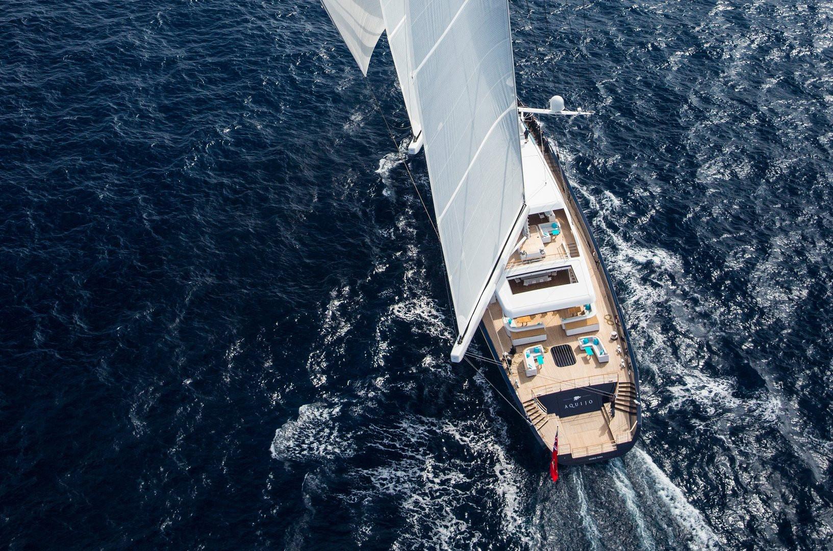 Yacht AQUIJO - under full sail