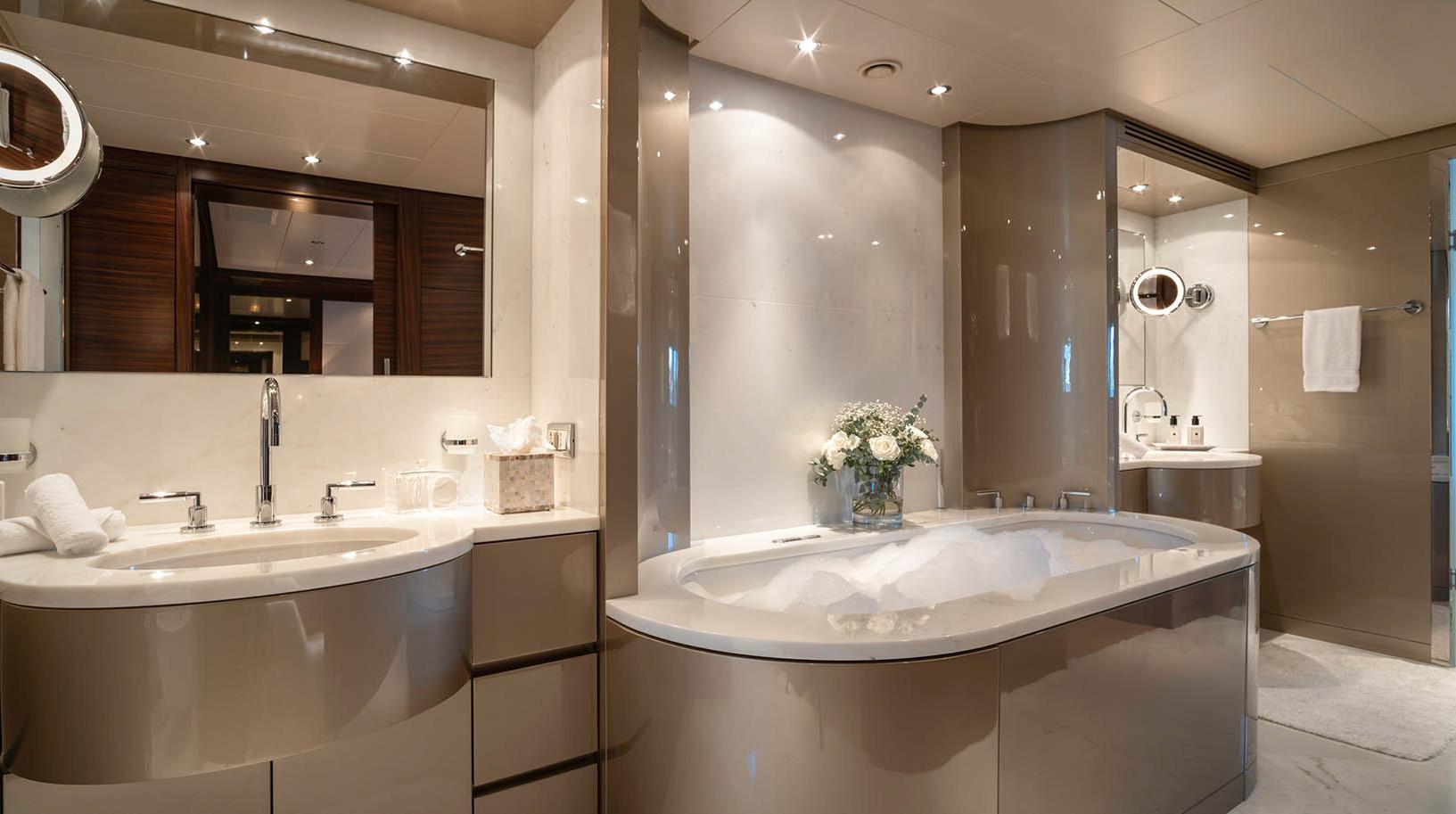 Yacht ATLAS - master bathroom
