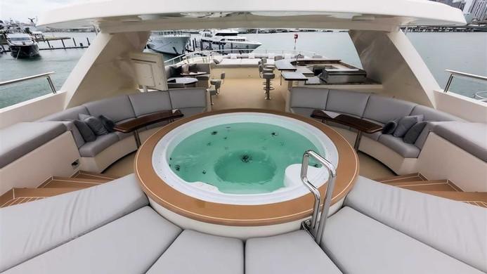 Yacht SAFIRA - sun pads around hot tub