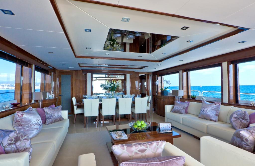 Yacht TUPPENCE - typical Sunseeker light and contemporary interior