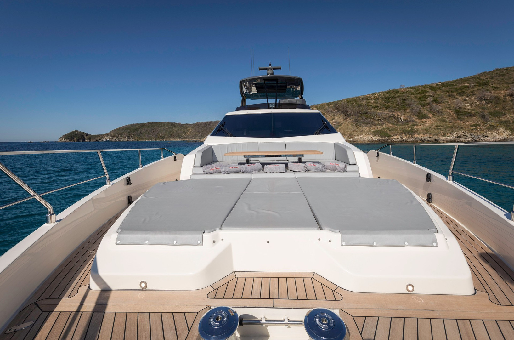 Yacht EPIC - foredeck seating and sun loungers