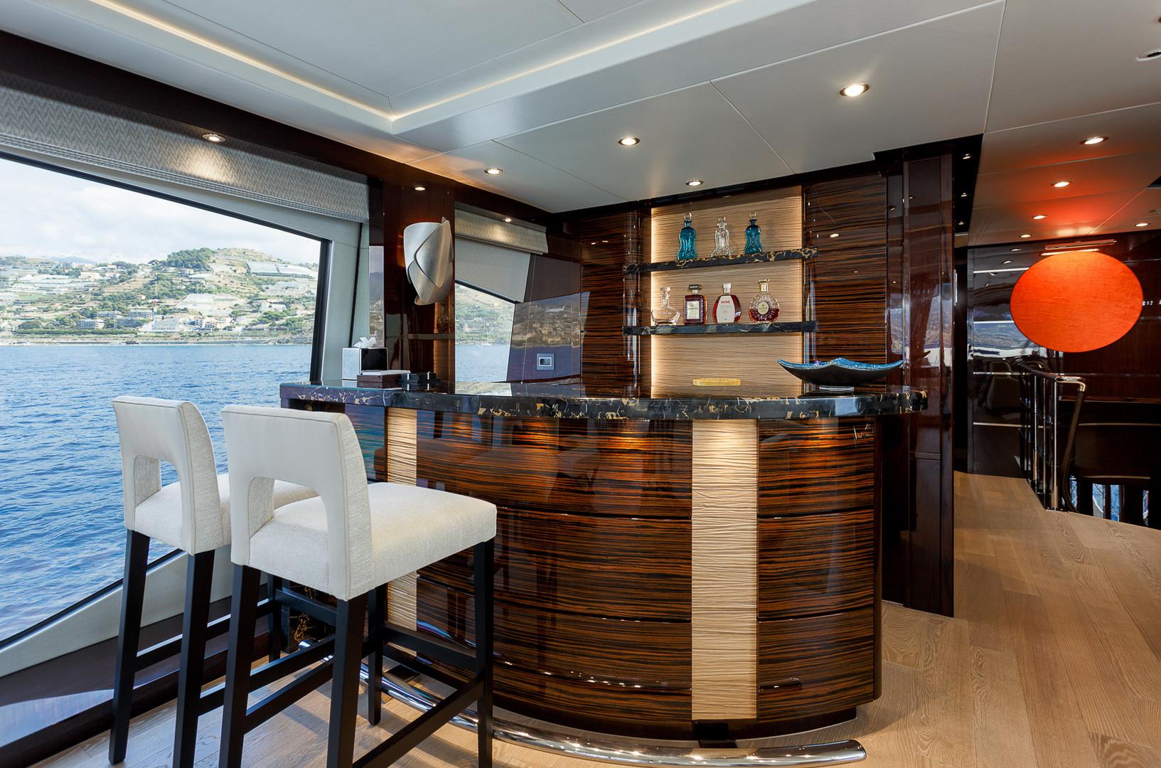 Yacht LADY M - bar