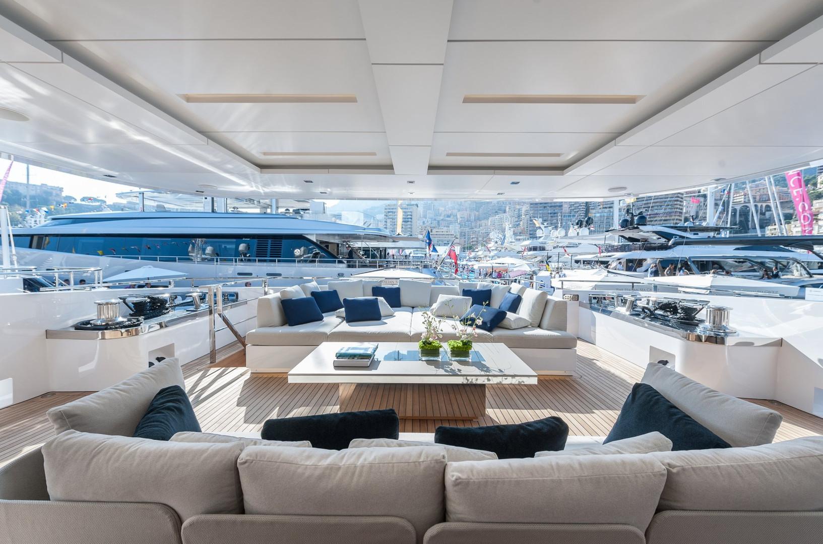 Yacht ENTOURAGE - aft deck