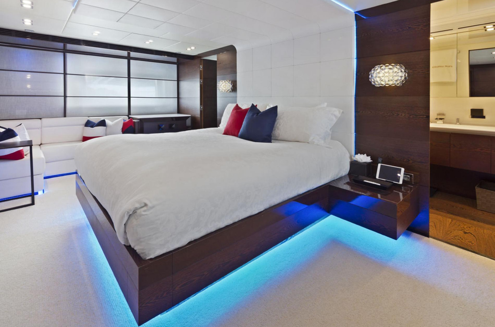 Yacht FIVE WAVES - master cabin