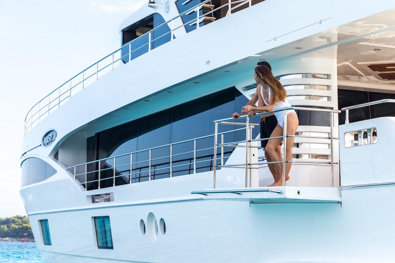 Yacht MIA - drop down balcony