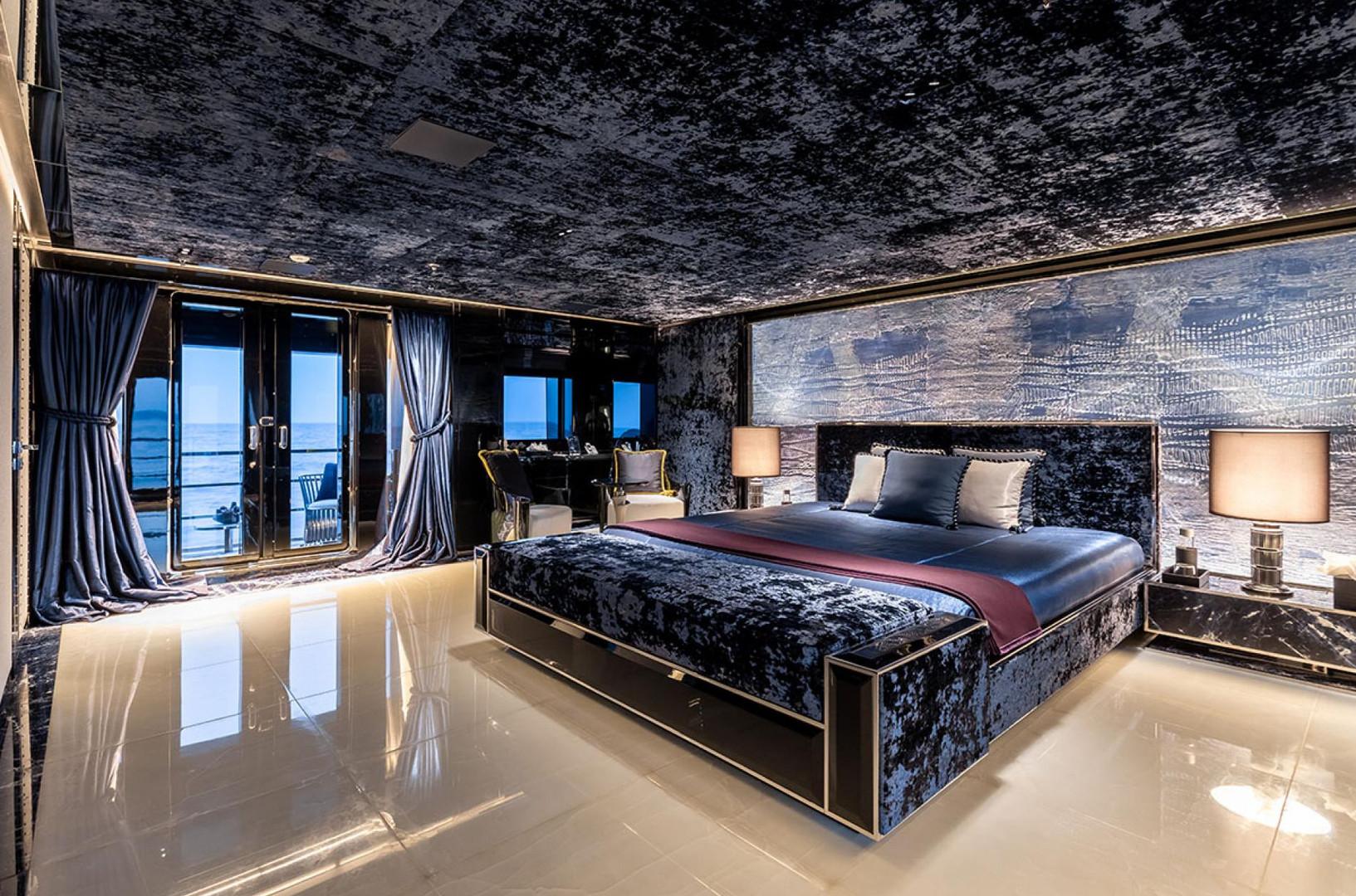 Yacht SARASTAR - master cabin
