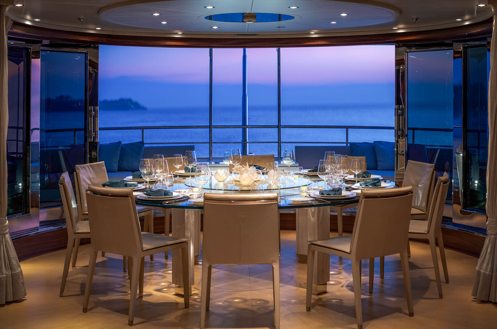 Yacht ATLAS - sky lounge dining