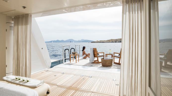 Yacht IRISHA - beach club