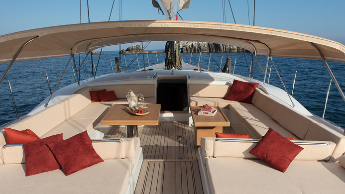 Sailing Yacht CROSSBOW - guest area separate from cockpit, ideal for charter