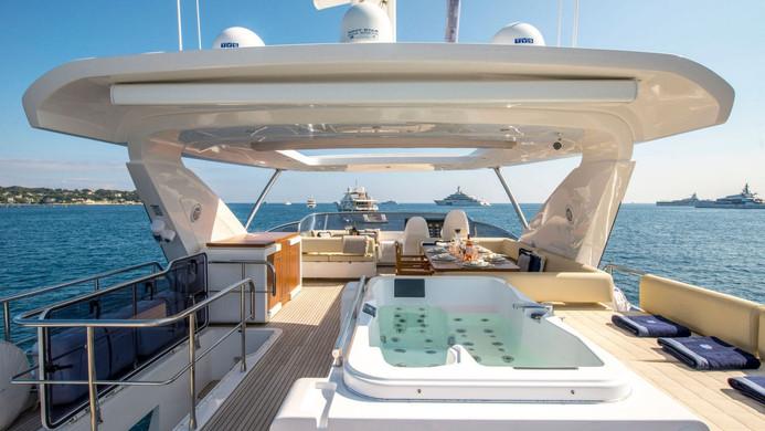 Yacht INVICTUS - Jacuzzi
