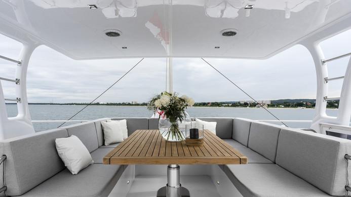 Yacht CALMAO - fly bridge