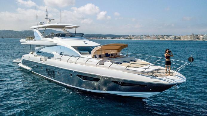 Yacht INVICTUS - on charter
