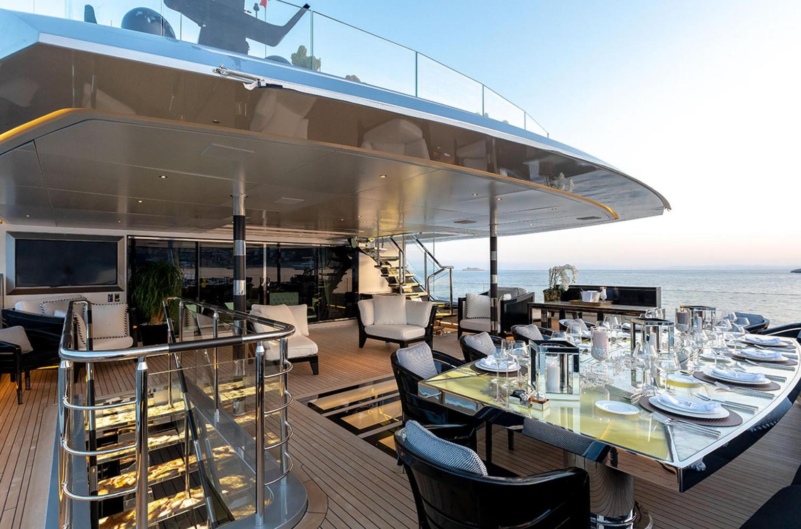 Yacht SARASTAR - bridge deck Al fresco