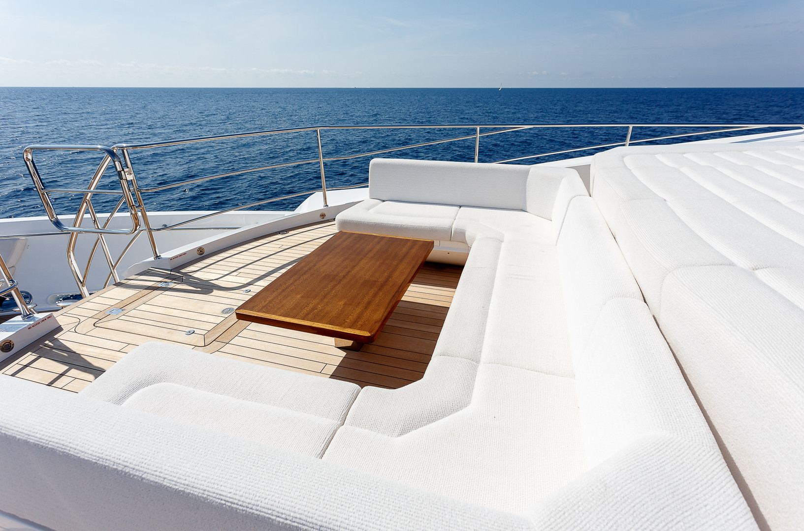 Yacht LADY M - foredeck seating