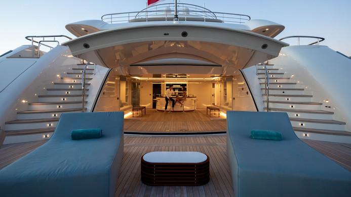 Mega Yacht O'PTASIA - beach club and bar