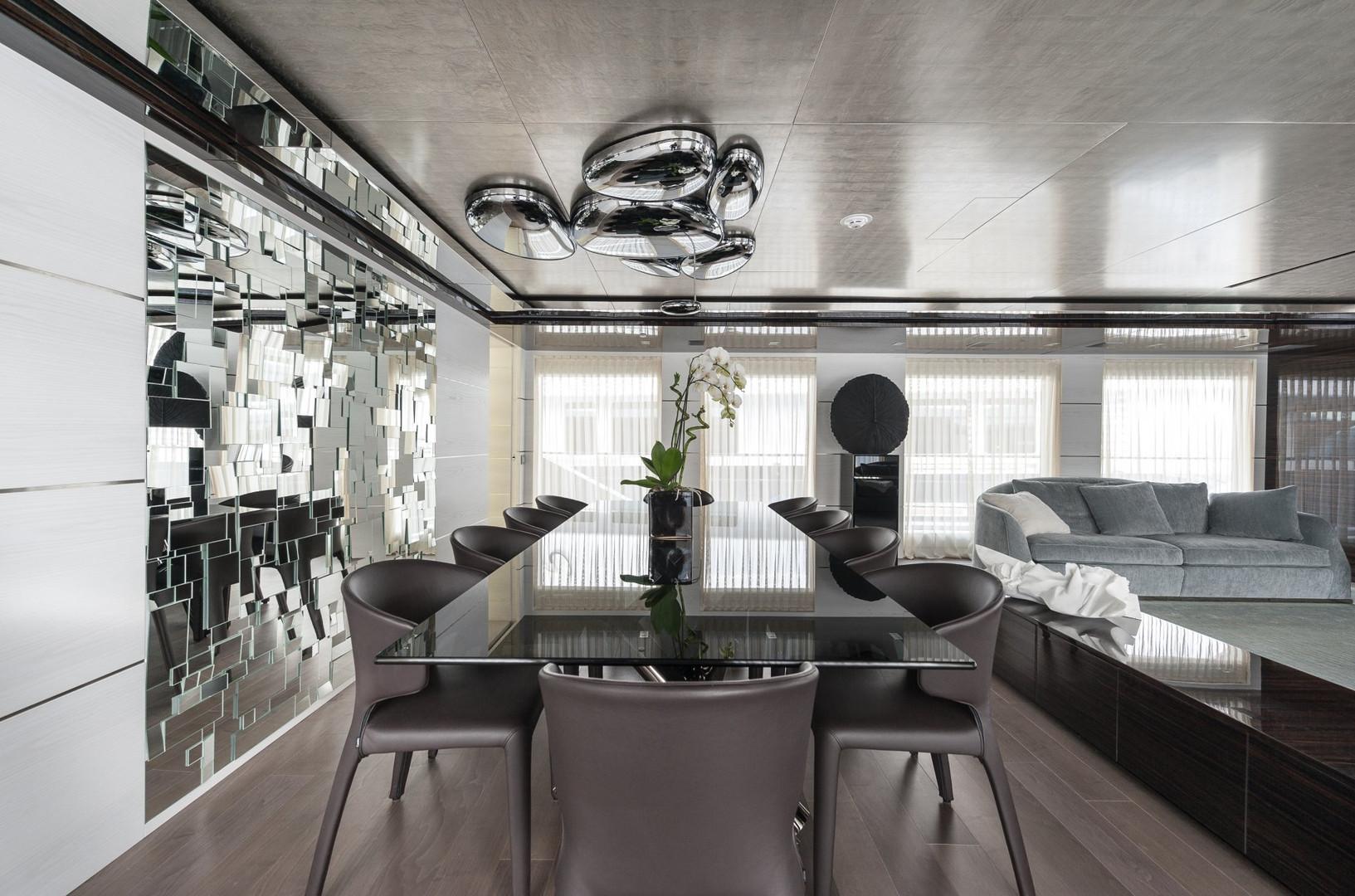 Yacht ENTOURAGE - formal interior dining