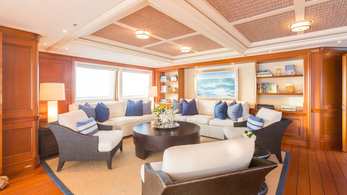 Yacht FABULOUS CHARACTER - bridge deck / sky lounge