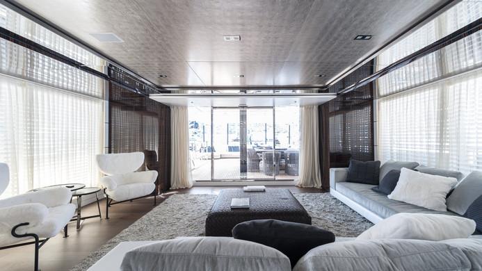 Yacht ENTOURAGE - saloon