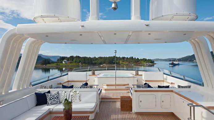 Yacht FABULOUS CHARACTER - sundeck