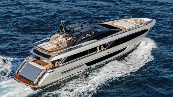 Yacht UNKNOWN - Riva Corsaro 100 for charter