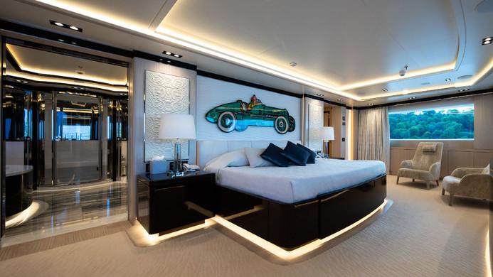 Mega Yacht O'PTASIA - master cabin
