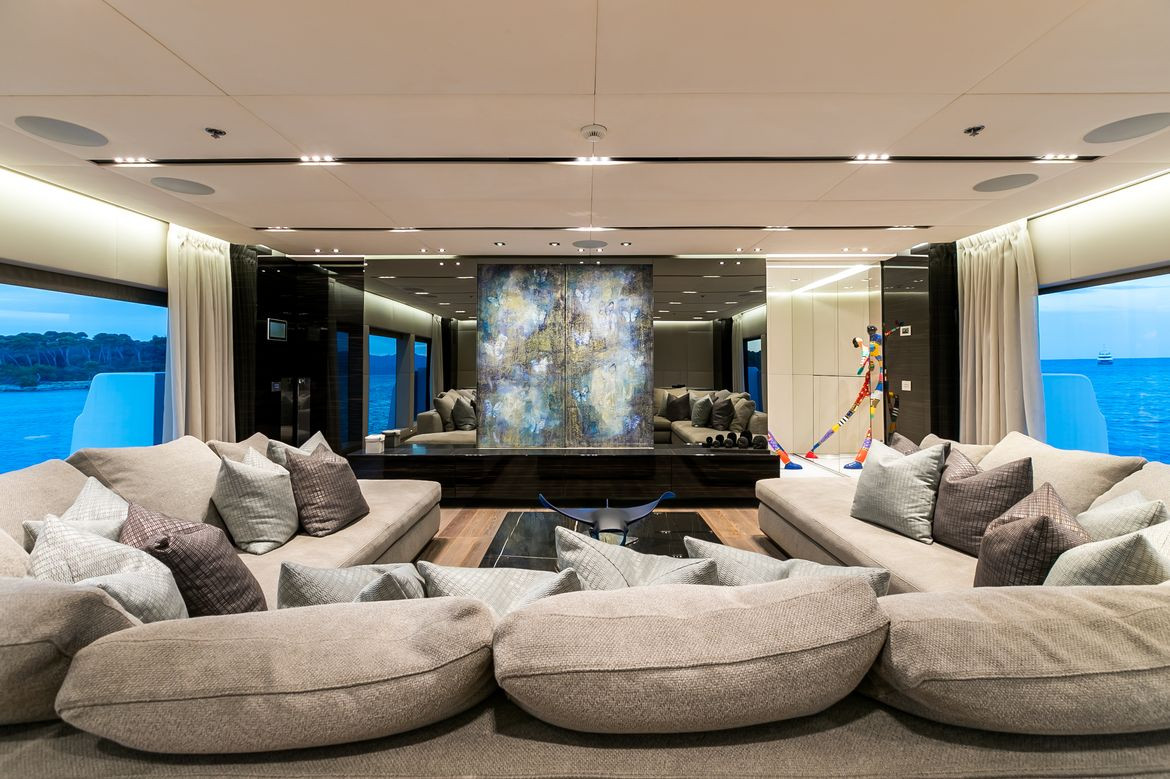 Yacht OURANOS - Interior saloon seating & lounging