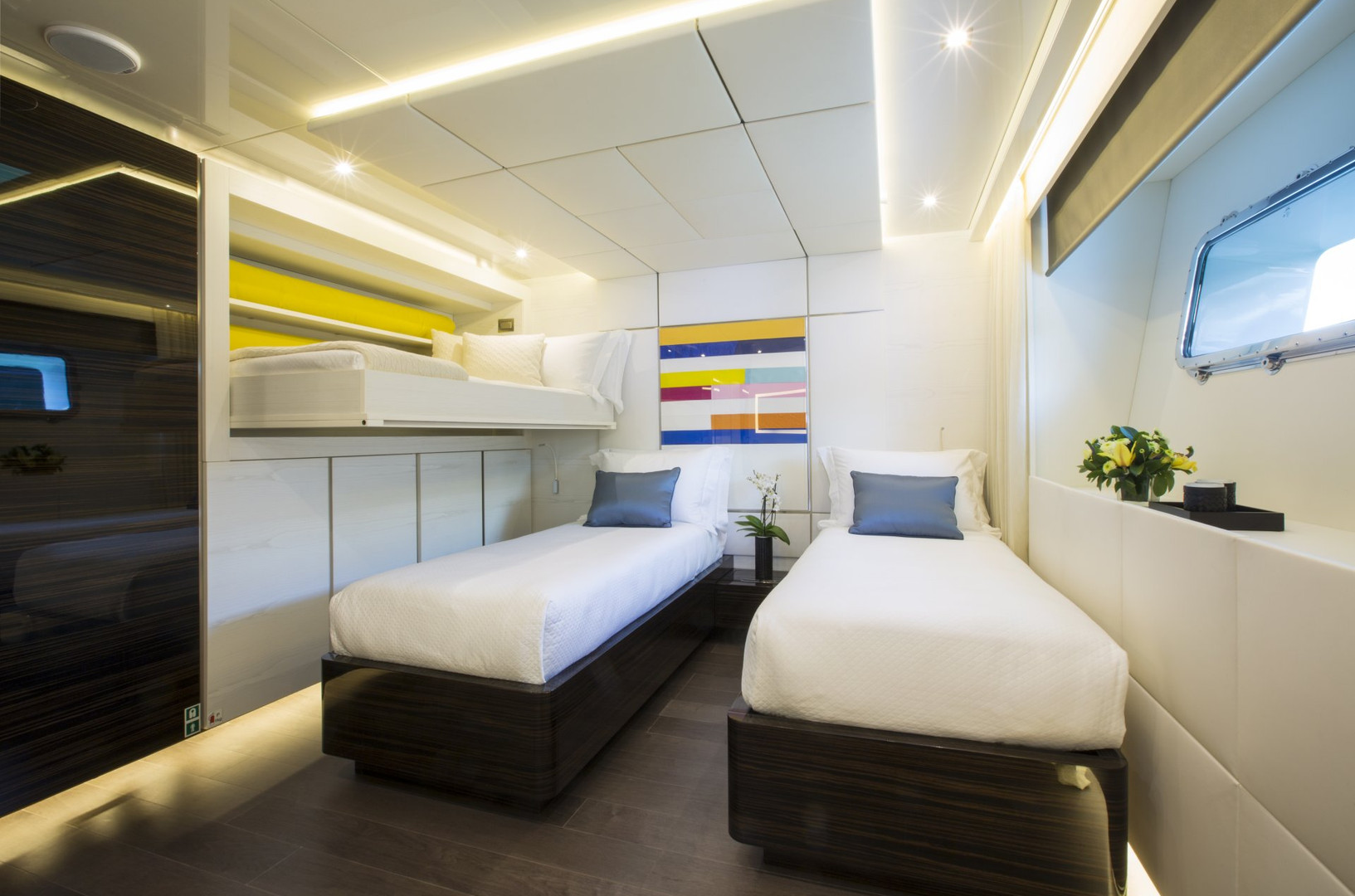 Yacht ENTOURAGE - triple guest cabin (one of two)