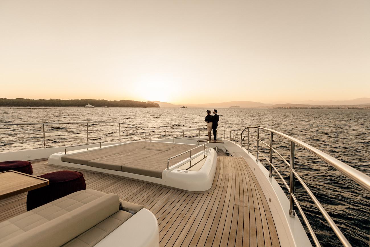 Yacht MIA - vast foredeck social area