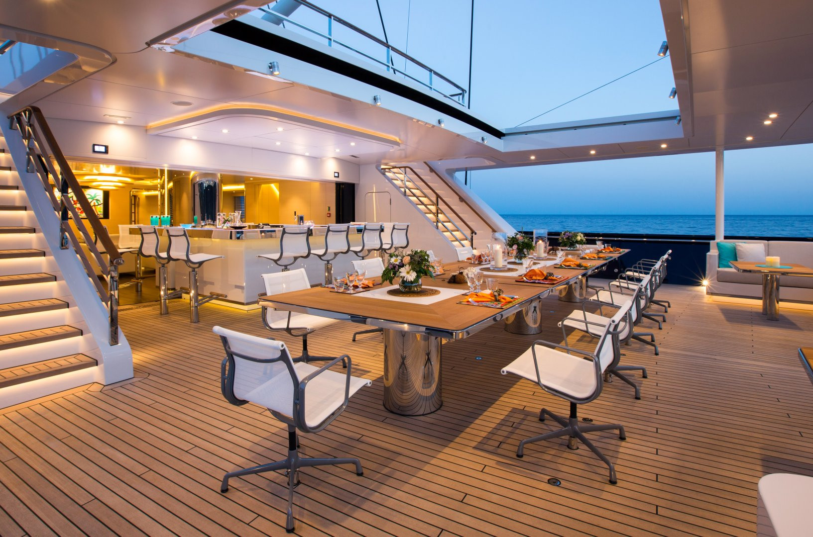 Yacht AQUIJO - Alfresco dinning on deck