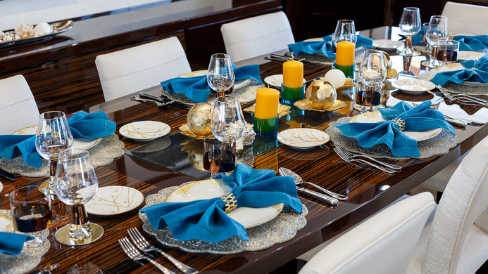 Yacht LADY M - table set for guests