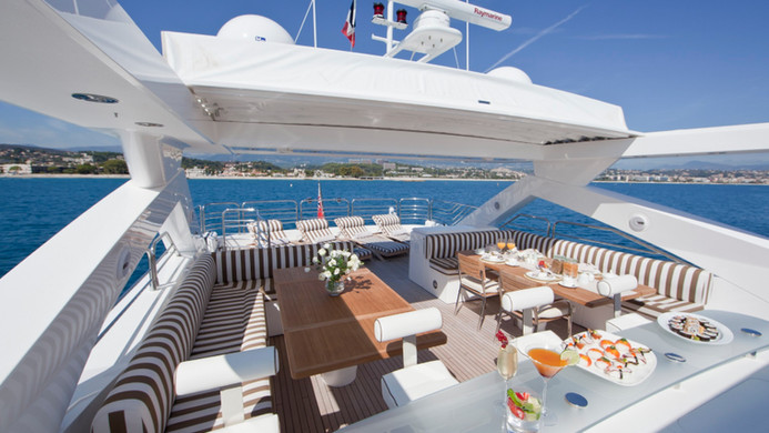 Yacht TUPPENCE fly bridge, all set for charter guests return aboard