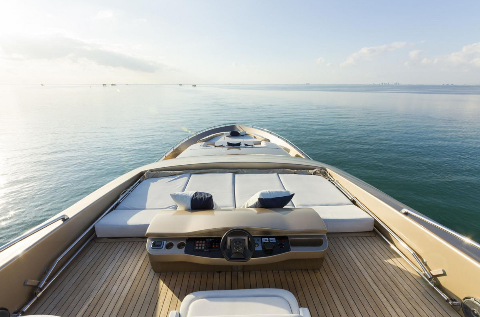 Yacht FIVE WAVES - fly bridge and foredeck