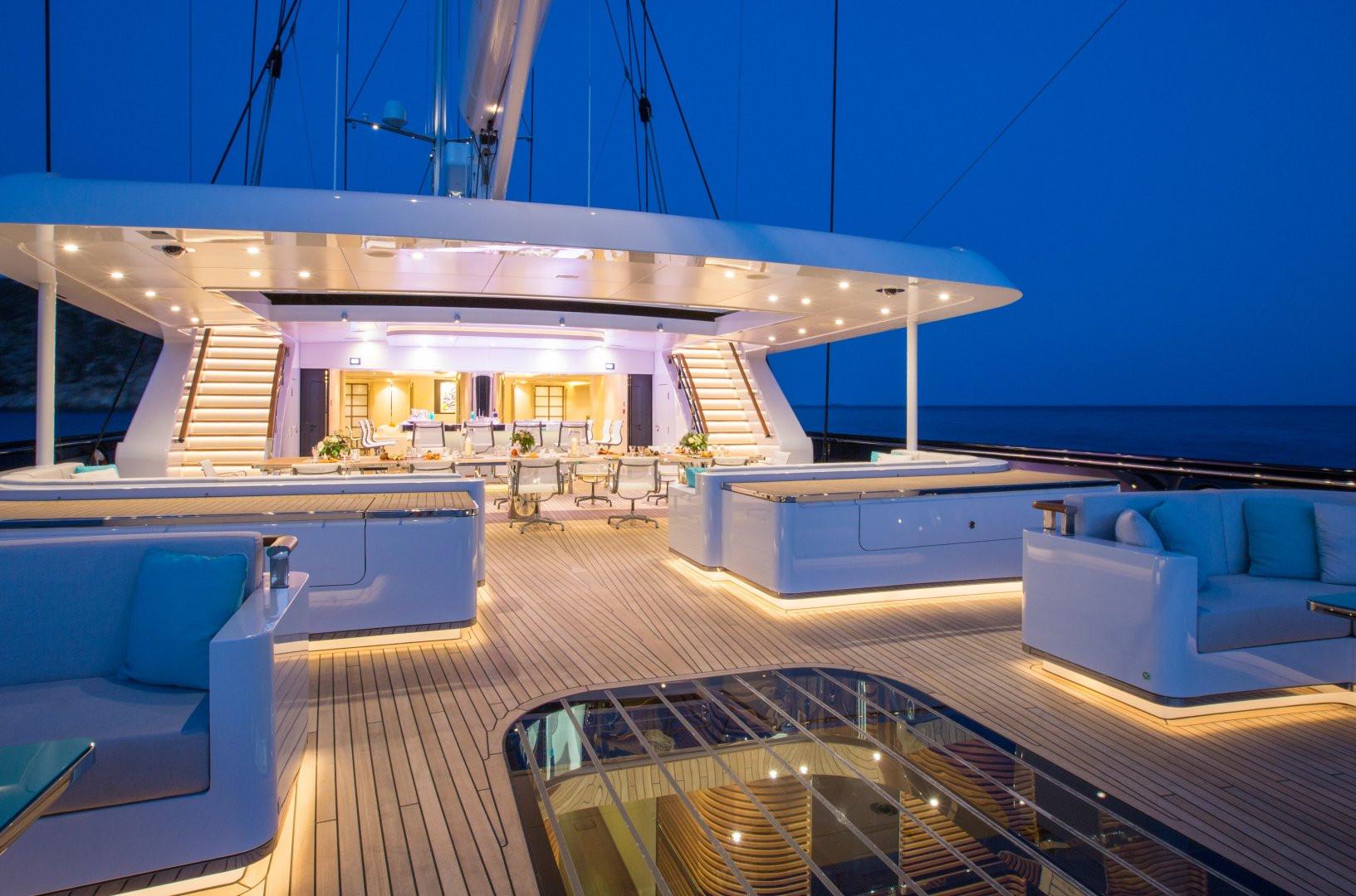 Yacht AQUIJO - Main deck at night