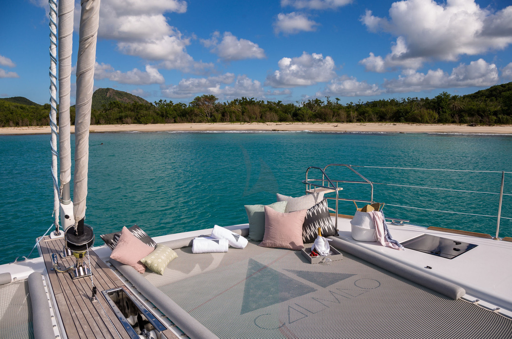 Yacht CALMAO - foredeck lounging