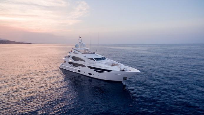 Yacht LADY M - Sunseeker Yacht 131