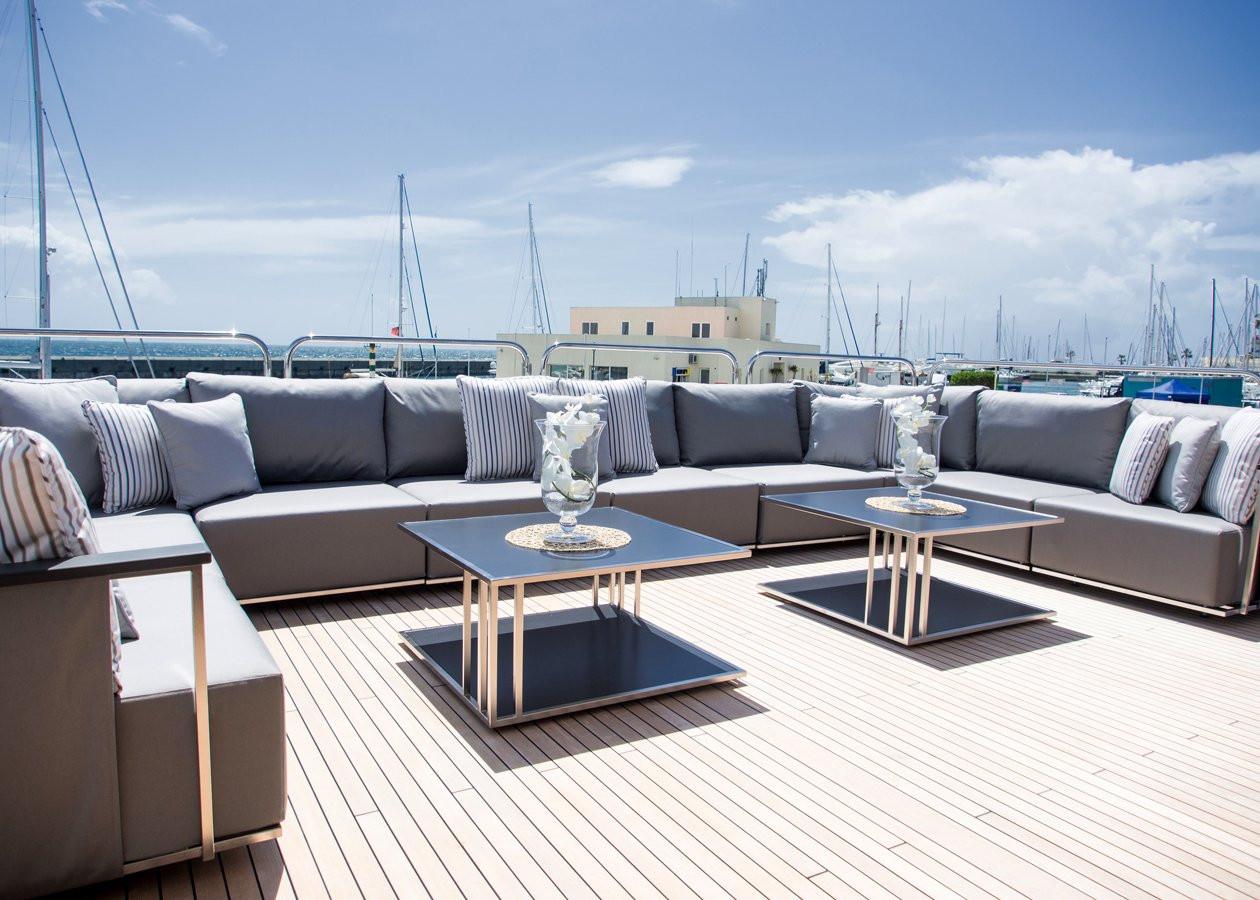 Yacht PRINCESS AVK - bridge deck aft
